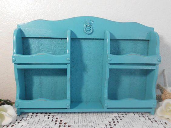Playa Azul organizador rústico Aqua turquesa verde azulado Upcycled Vintage especia repisa Shabby Chic tallado madera escritorio casa oficina correo clasificador decoración