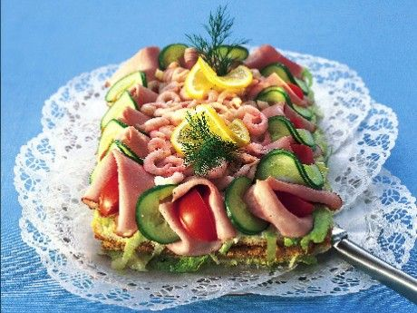 Sultans smörgåstårta - the best Swedish sandwich cake there is. With a fantastic egg salad between the layers!!