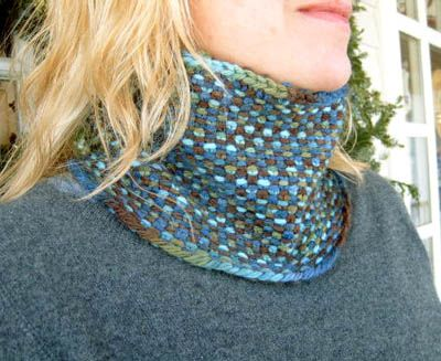 Lornas Laces Shepherd Bulky Linen Stitch Cowl-Linen stitch with variegated yarn. Free pattern