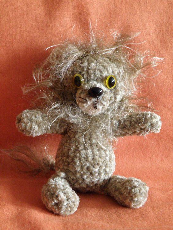 Cute lion  Lindo león por Amigurize en Etsy, €22,00