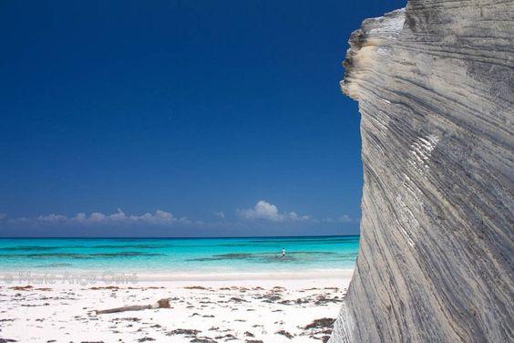"""Há muitos lugares românticos no mundo, mas temos de reconhecer que as praias têm um charme especial.Talvez seja o som das ondas, sentir a areia sob os pés ou a tranquilidade que muitas delas oferecem. O Minube, rede social onde viajantes do mundo todo compartilham informações, selecionou as oito praias mais românticas do mundo na...<br /><a class=""""more-link"""" href=""""https://viagem.catracalivre.com.br/brasil/viagem-acessivel/indicacao/as-oito-praias-mais-romanticas-do-mundo/"""">Continue lendo…"""