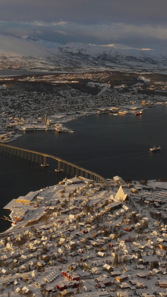 ✮ Tromso, Norway. Unbelievable views surrounding the city.