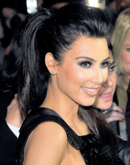 Maquillaje, Belleza, Osado, Recogidos, Negro Azulado, Peinado Chongo,  Recogido Alto, Ocasiones, Actrices. Ver más. Kim Kardashian maquillaje