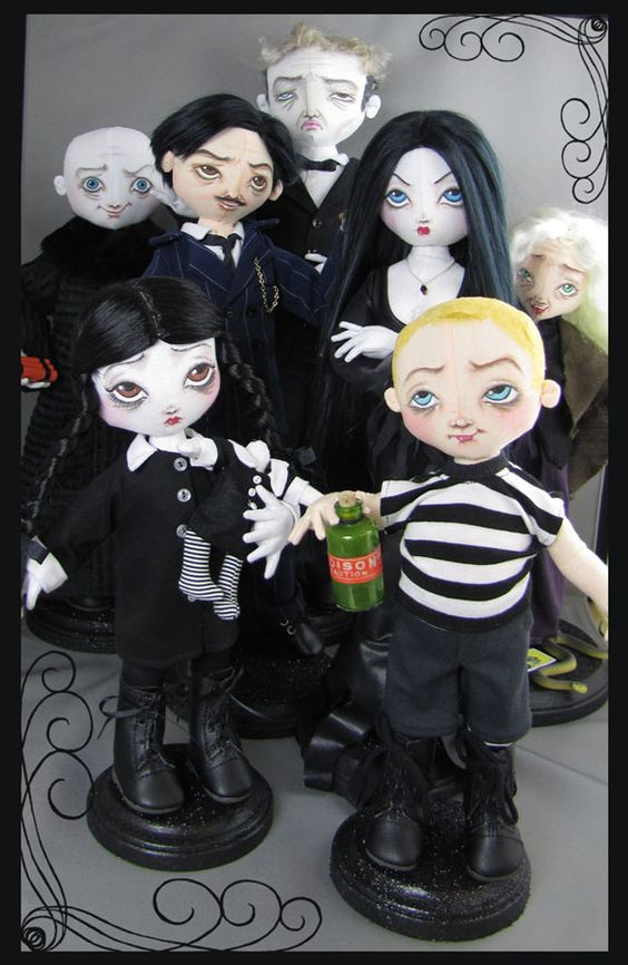 Addams Family Dolls by Sara Lanzillotta  @Sarah Fee : if I was rich, I would get you these for Christmas! LOL