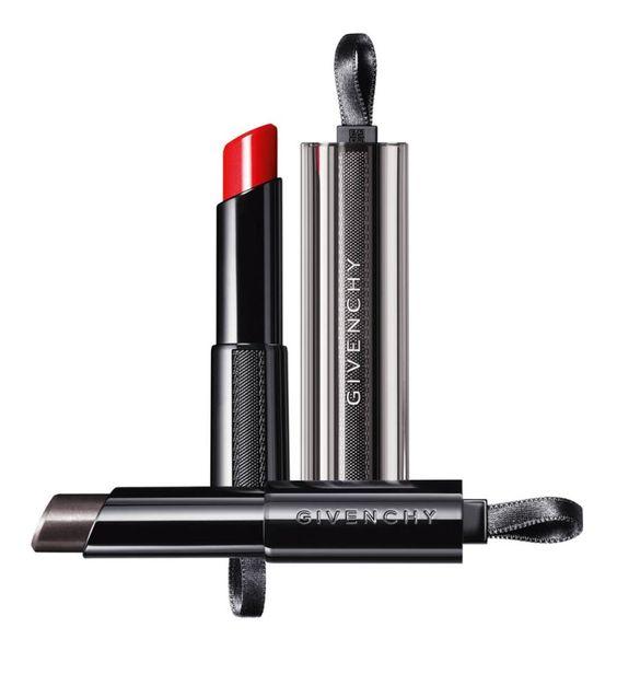 Rouge Interdit Vinyl es el nuevo arma de belleza de Givenchy (35 euros). Una barra de labios de brillo extremo, hidratación, tonos impactantes y un efecto carnoso que no pasa desapercibido. El secreto de su fórmula es el aceite de rosa negra.