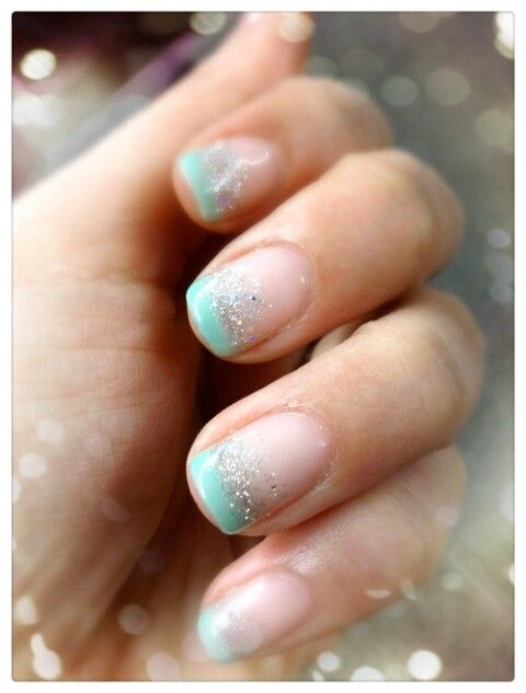 ...pretty.....looks like a mermaid nail.