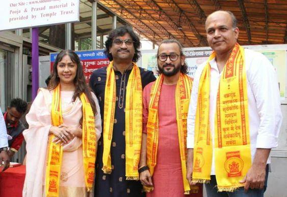 Ashutosh Gowariker & Team Panipat Launch Their First Song 'Mard Maratha' in Mumbai's Siddhivinayak Mandir