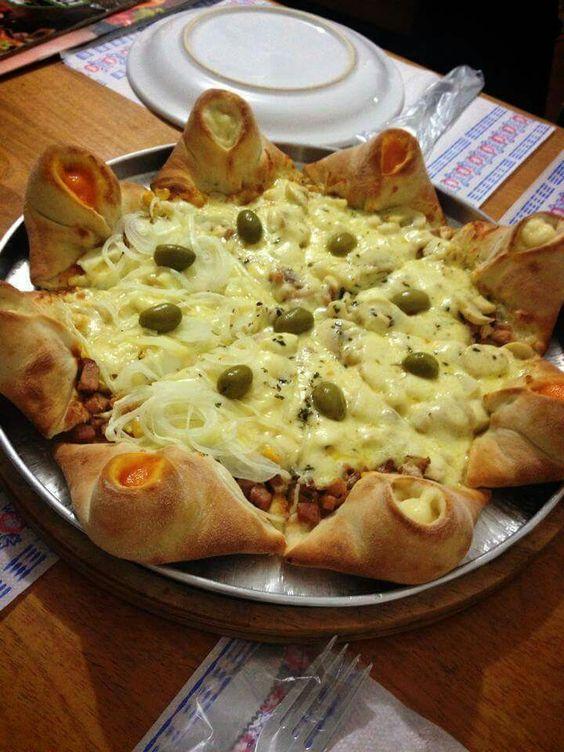Pizza com borda bolinho
