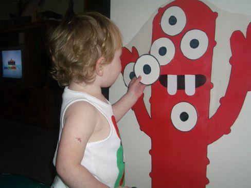 Pin the eye on the Muno! Yo Gabba Gabba!