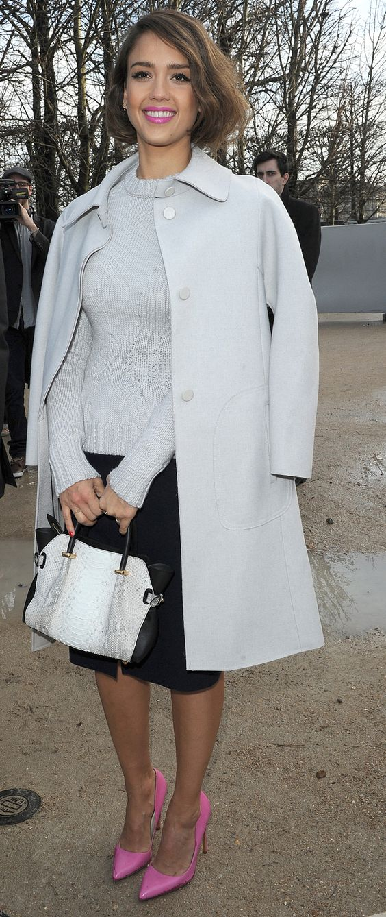 If Jessica Alba can wear a mini bag, anyone can wear a mini bag!