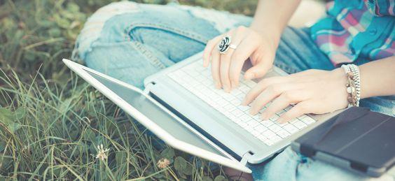 Auf Blogpreneur findest du verschiedene Online-Business-Kurse, eine Community, die dich in deinem Vorhaben stärkt, und eine Menge Inspiration!