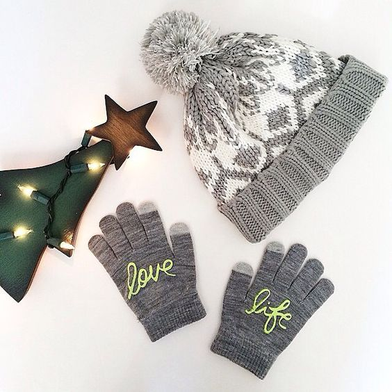@lawrenbagley loves life in the coziest winter accessories #oldnavystyle