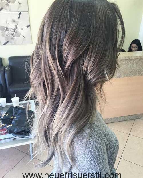 Ashy Ombre Färbung Auf Geschichteten Lange Haare Bob