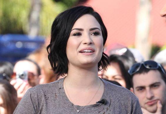 Demi Lovato posts sneaky gym shot of boyfriend online
