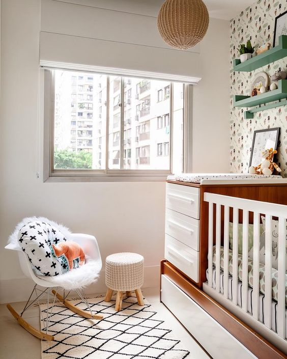 Aos futuros papais, confiram dezenas de inspirações e dicas de como decorar um quarto de bebê pequeno priorizando o conforto e a segurança do herdeiro.