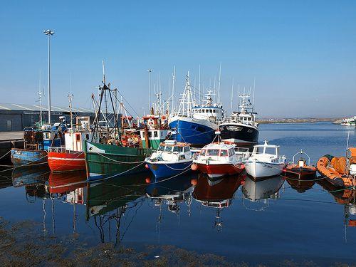 Rossaveal harbour,  Connemara.  Ireland   In diesem Hafen beginnt die Geschichte von Nelly.