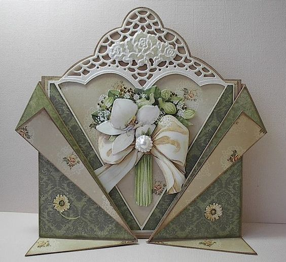 such a beautiful card!.... I wish the post would tell how to make it (a Dutch website)