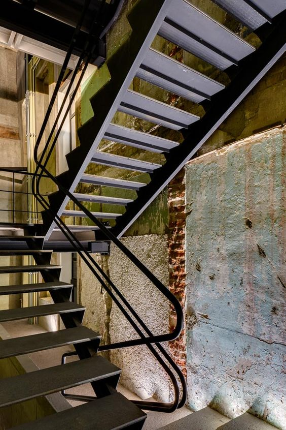 H69 | Stairs_2
