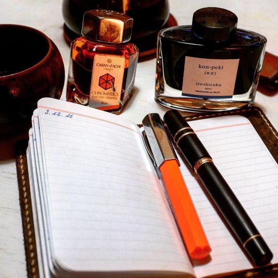 Coffee and ink: refueling on a friday morning... #coffeee #chemex #handground #homeroast #fountainpen #fabercastell #ondoro #viscontihomosapiens #carandache #in #iroshizuku #konpeki #handmade #pottery #fieldnotes #journal #diary #tagebuch #schreibenammorgen #dailyroutine #dailyhabit #reflection