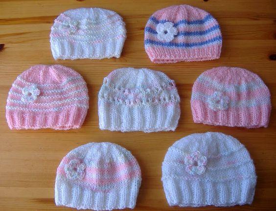 marianna's lazy daisy days: Knitted Baby Girl Hats (easy mod for boys) - free pattern instructions at http://mariannaslazydaisydays.blogspot.co.uk/2013/05/knitted-baby-girl-hats.html