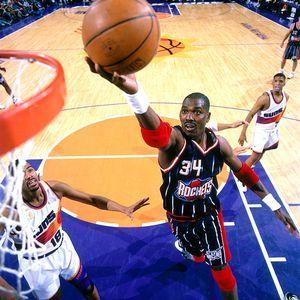 Kobe Bryant passes Hakeem Olajuwon for 8th on the NBA all-time ...