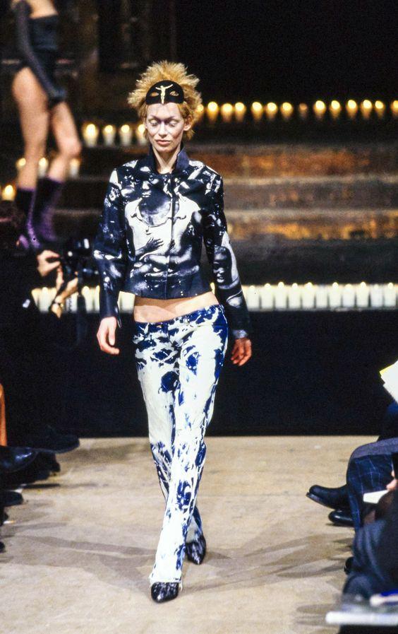 Alexander McQueen Fall 1996 Ready-to-Wear Collection Photos - Vogue: