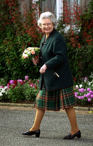 "The Queen at Balmoral Castle after inspecting the civilian ""Streetsville Pipes and Drums"" band from Mississauga, Ontario, Canada, following a parade on the castle lawns, August 2000.© Press Association"