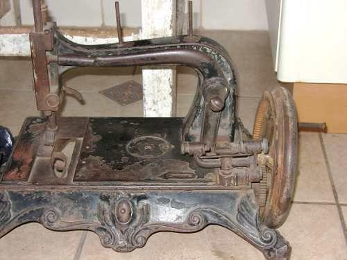 Resultados de la Búsqueda de imágenes de Google de http://img1.mlstatic.com/maquina-de-coser-antigua_MLC-O-35610831_7229.jpg