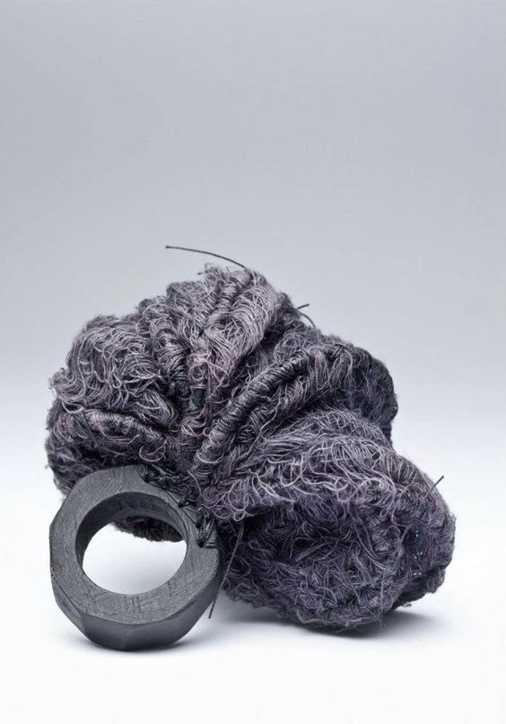 gabrielle desmarais   La quincaillerie   Bague/Ring   Cotton, wood, thread, steel   (crédit photo: Anthony McClean)