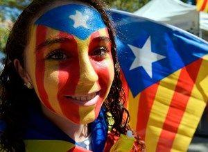 Katalanische Flaggen überall: Zahlreiche Menschen gingen am Sonntag in den Nationalfarben für die Loslösung Kataloniens von Spanien auf die Straße.