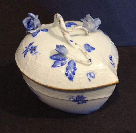 HEREND BLUE CHINESE BOUQUET LARGE HEART BON BON TRINKET BOX #Herend