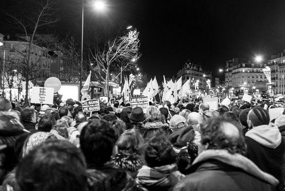 Rassemblement du 11 janvier 2015 à Paris suite aux attaques de Charlie Hebdo et de l'Hypercasher.  Crédits: Laurent Sauvebois. Certains droits s'appliquent (CC BY-SA 2.0). Voir