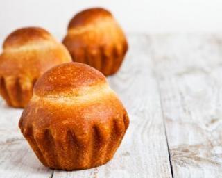 Briochette légère sans sucre au yaourt nature 0% : http://www.fourchette-et-bikini.fr/recettes/recettes-minceur/briochette-legere-sans-sucre-au-yaourt-nature-0.html