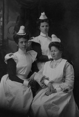 Nursing Students at Kingston General Hospital (Canada), 1906 / Images KGH Archives