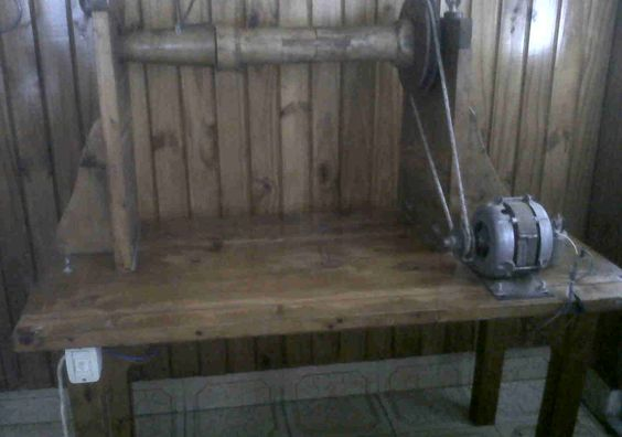 """""""Rueca"""" antigua máquina para hilar lana de ovejas (funcionando): Tools Dlana, Antigua Máquina, Para Hilar, Filare Spinning, Machine, Ovejas Funcionando, Hilar Lana, Wool"""