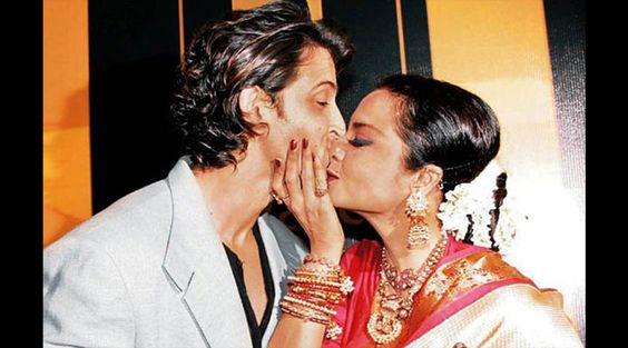 When #Rekha almost kissed on #HrithikRoshan's lips! Check out Rekha's love for B'wood hunks - www.biscoot.com