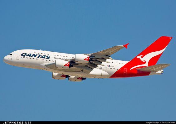 Airbus A380-842 VH-OQB 015 Dubai Int'l - OMDB