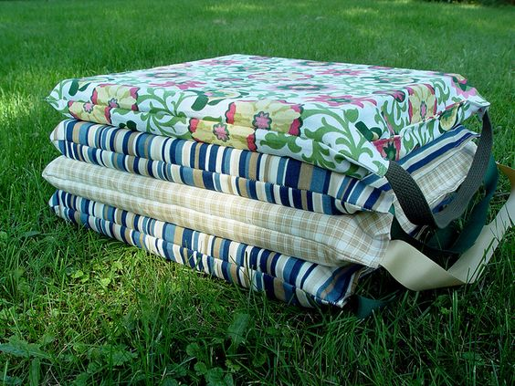 simple stadium cushions by punkinpatterns, via Flickr. Great idea to use that piece of Texas A&M cotton...