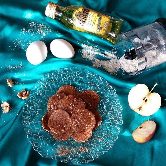 «Яблочные оладушки Рецепт Овсянка (размолоть) 50 гр. Яблоко 1 шт. Масло оливковое 1 ч.л. Белок 2 яйца. Ваниль, корица.  Взбить белок, добавить овсянку,…»
