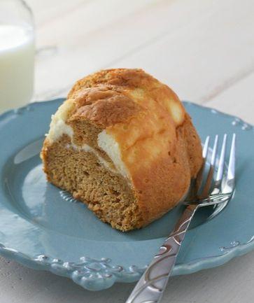 Cream Cheese Swirl Pumpkin Cake - Light, airy pumpkin spiced cake with ...
