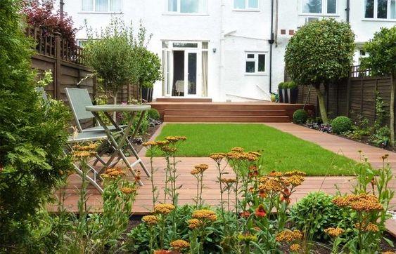 modern innenhof stauden holzdielen gehweg holz zaun | good gradn, Garten und bauen
