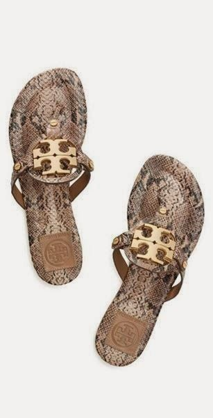 Perfect and comfortable sandals #newyearstylechallenge