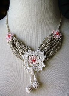 Crochet necklace: