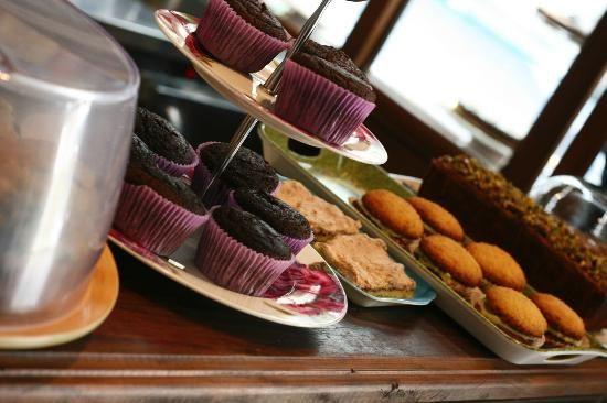 cafe kiwi , no centro de florianopolis, tem receitas interessantes e diferentes dos bolos tradicionais brasileiros.  For worldwide cake recipes, Cafe Kiwi, downtown Floripa