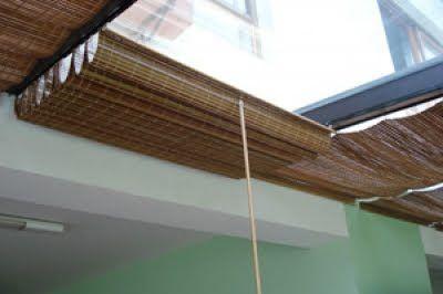 Cortina de bambu adaptada correndo m trilhos metálicos