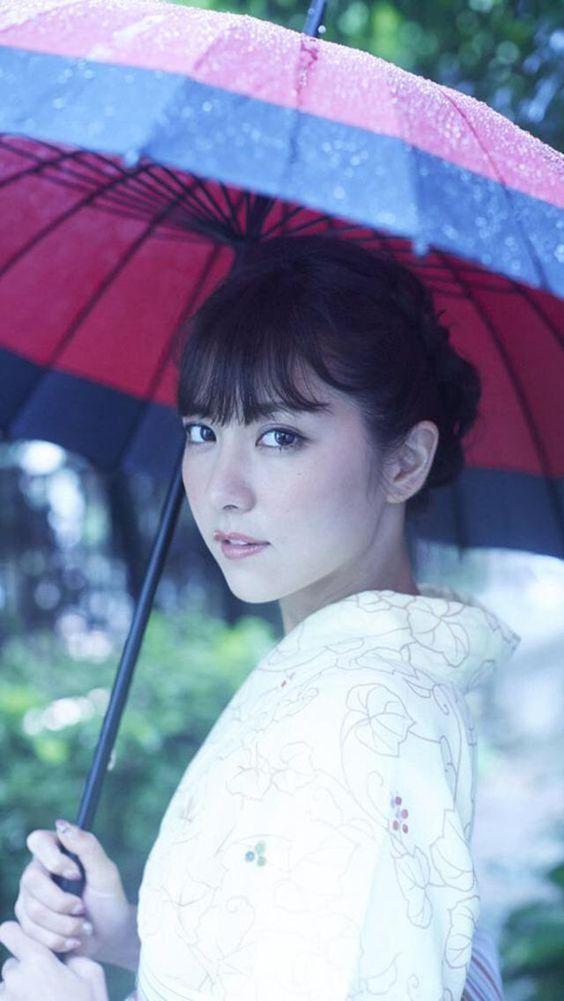 和傘と着物のかわいい石川恋