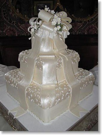 this Simon Lee cake just glistens!