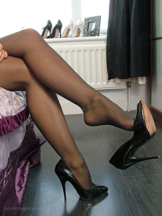 Pantyhose shoe dangle milf tube