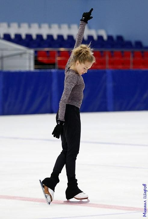 Elena Radionova skates to Junior Ladies gold | Peace & Justice