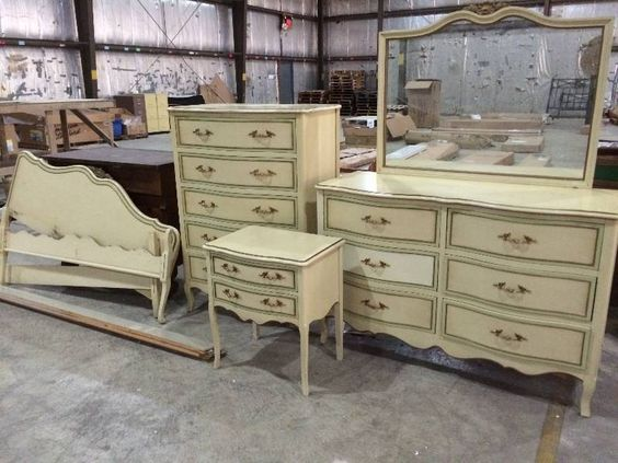 Six Piece Vintage Drexel French Provincial Bedroom Set St Cloud